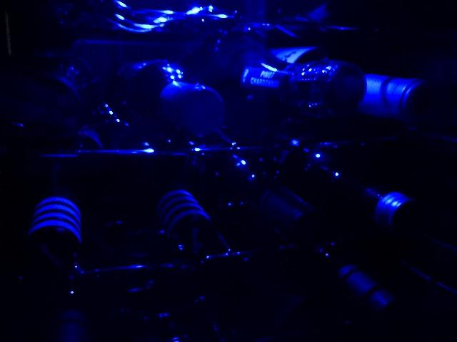 ブルーのLEDが雰囲気を醸し出します