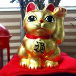 金箔のネコ大明神